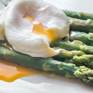 Grilled Asparagus with Poached Egg and Pancetta